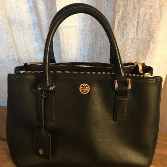 12e27043b0e Tory Burch Robinson double zip tote in black. M 5a7dde36a6e3ea17e97e1b51.  Other Bags ...